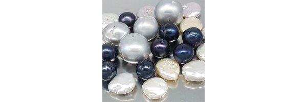 Muscheln und Perlen
